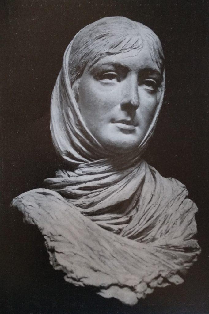 Giovan Battista Amendola Vestale moderna opera realizzata in terracotta