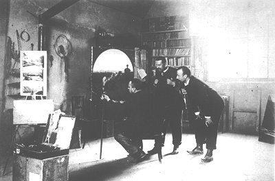 Angelo Morbelli nel suo studio con amici