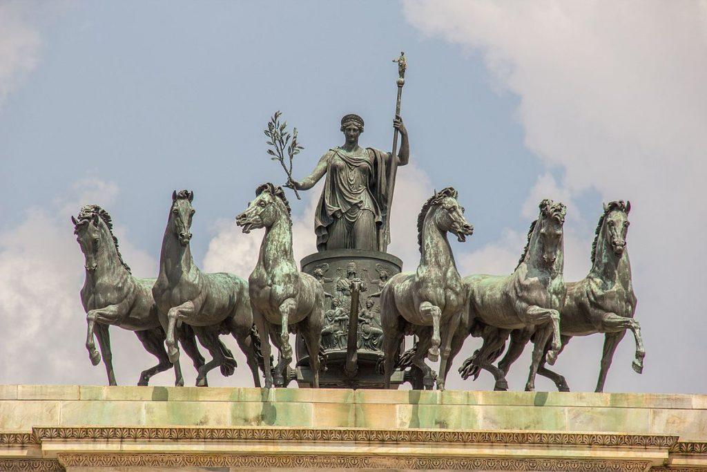 """Gruppo equestre bronzeo """"Sestiga della Pace"""" di Abbondio Sangiorgio - Arco della Pace di Milano"""