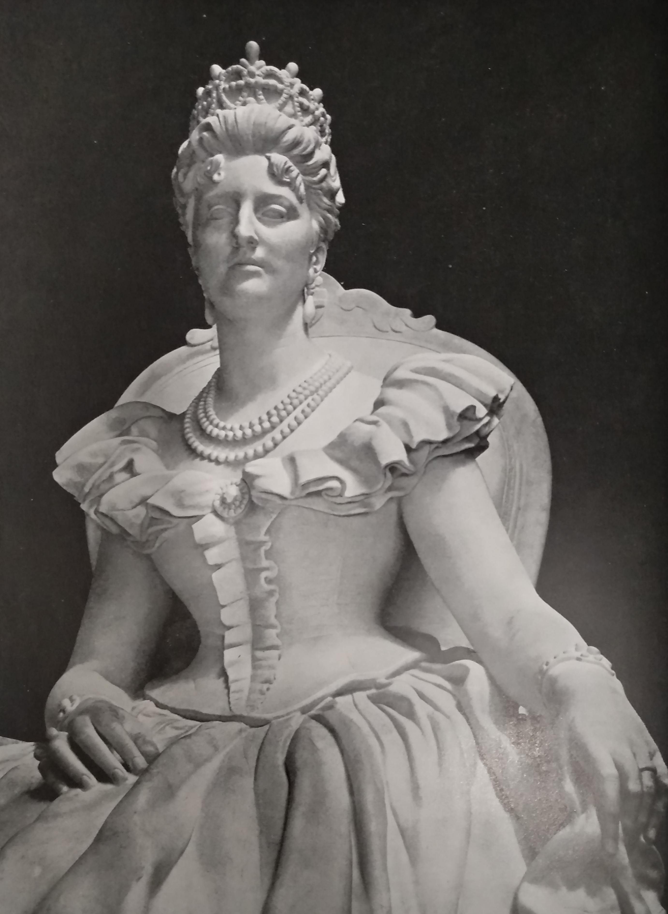 Italo Ghirelli Monumento a Margherita di Savoia in marmo