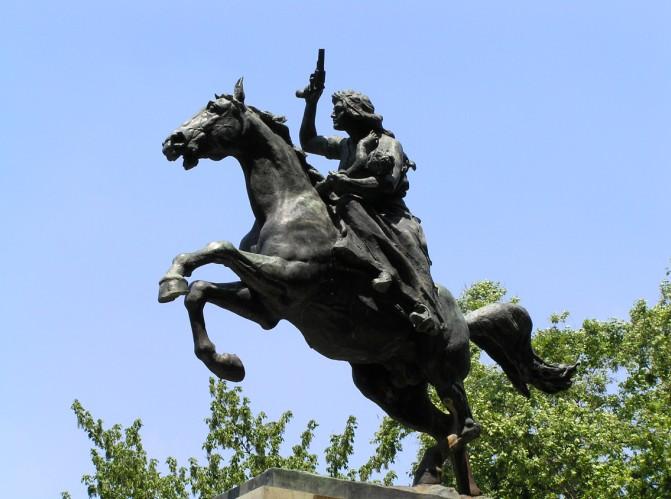 Il monumento ad Anita Garibaldi si trova in Piazzale Anita Garibaldi, nella parte del Rione Trastevere situata sul Gianicolo.