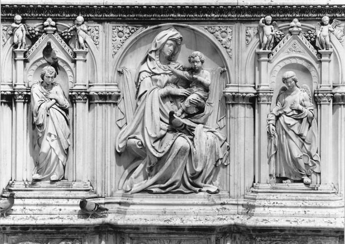 Tito Sarrocchi - Fonte Gaia - Vergine con bambino