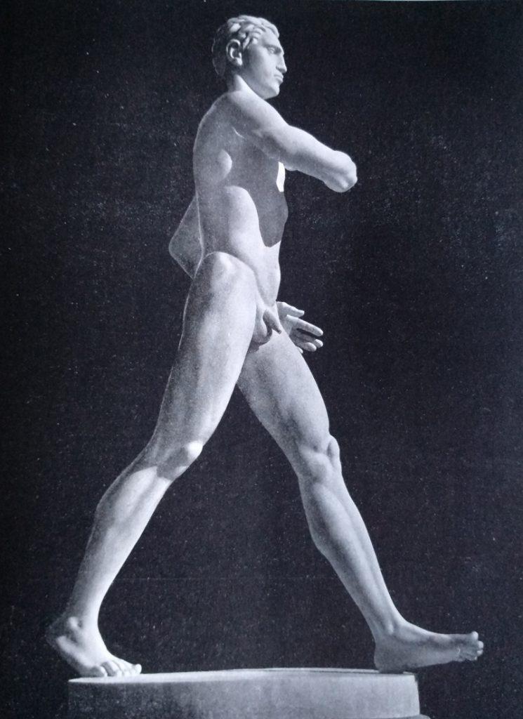 Aroldo Bellini - Marciatore in marmo